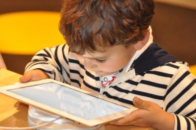 Діти і гаджети: погляд крізь призму проблем дорослих