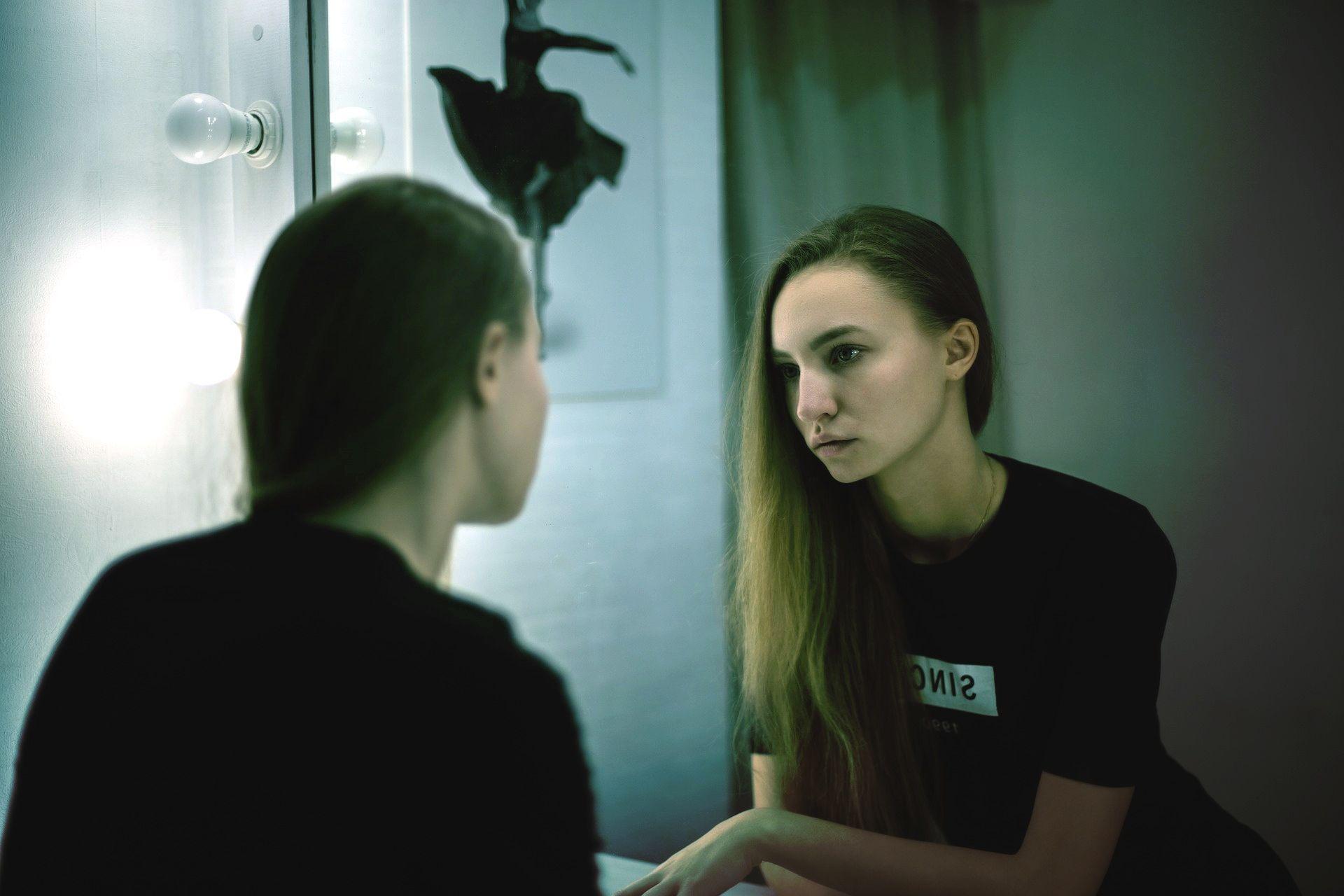 Разговор с собой от третьего лица может ослабить эмоциональное напряжение, psychologies.today